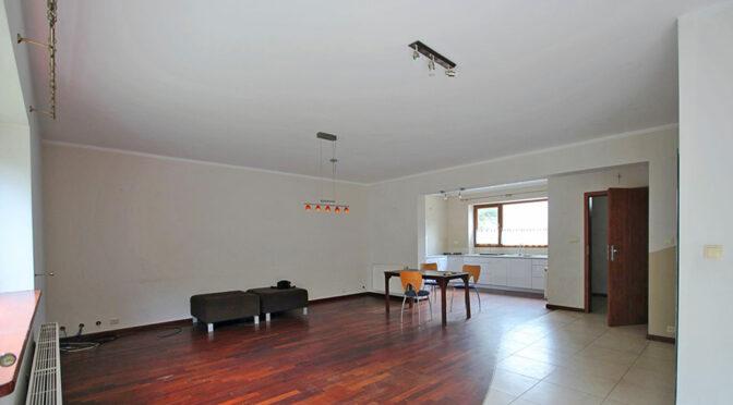 przestronny salon w ekskluzywnej rezydencji do wynajmu Szczecin (okolice)