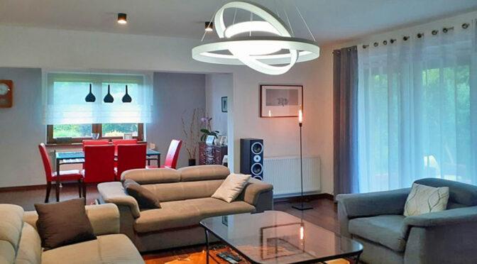 nowoczesny pokój dzienny w luksusowej rezydencji do sprzedaży Częstochowa (okolice)