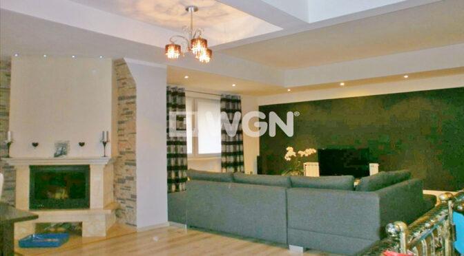 elegancki kominek w stylowym salonie luksusowej rezydencji do sprzedaży Częstochowa