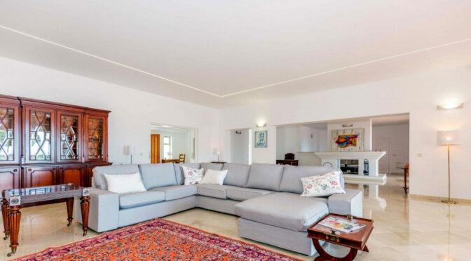okazałe wnętrze salonu w ekskluzywnej rezydencji do sprzedaży Hiszpania (Costa Del Sol, Malaga)