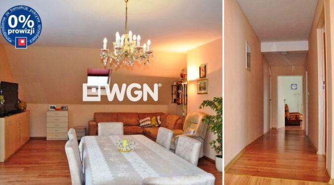 po lewej pokój dzienny, po prawej hol w luksusowej rezydencji do sprzedaży Świdnica (okolice)