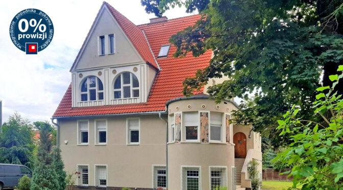 okazała bryła ekskluzywnej rezydencji do wynajęcia Wrocław