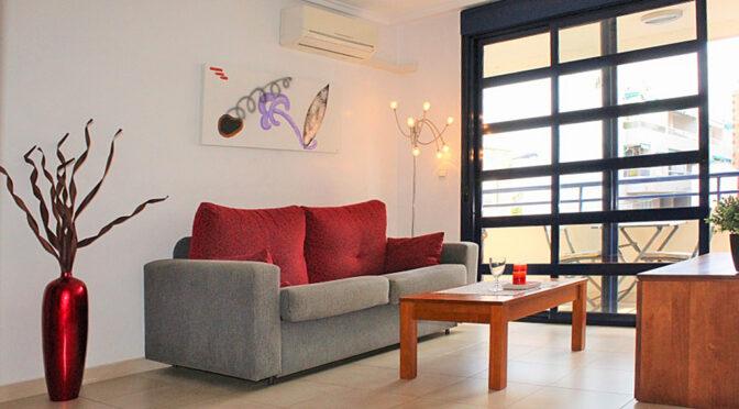 słoneczny salon w luksusowym apartamencie na sprzedaż Hiszpania (Costa Blanca, Torrevieja)