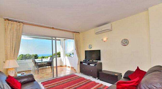 słoneczny pokój dzienny w ekskluzywnym apartamencie na sprzedaż Hiszpania (Costa Del Sol, Malaga, Mijas)
