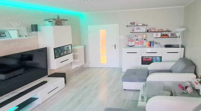 efektowne oświetlenie salonu w luksusowym apartamencie na sprzedaż Szczecin