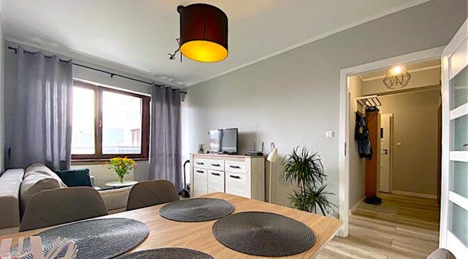 widok z jadalni na salon w ekskluzywnym apartamencie na wynajem Szczecin