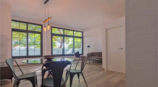 przestronny pokój gościnny w ekskluzywnym apartamencie do sprzedaży Hiszpania