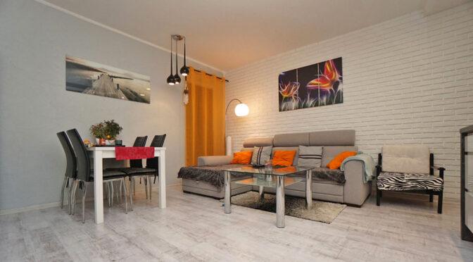 wykończony w dobrym guście salon w ekskluzywnym apartamencie do sprzedaży Konin