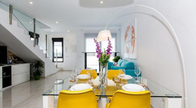 widok z jadalni na wnętrze luksusowej rezydencji na sprzedaż Hiszpania (Costa Blanca Orihuela Costa, Villamartin)