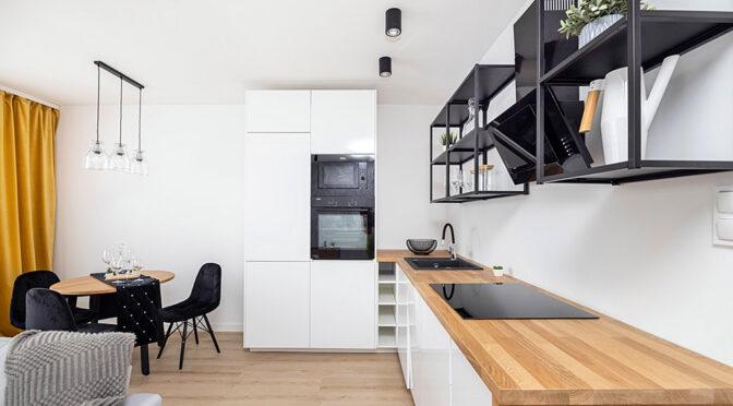 nowoczesna aranżacja salonu w ekskluzywnym apartamencie na sprzedaż Gdańsk
