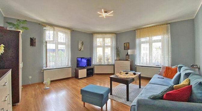 stylowy pokój gościnny w ekskluzywnym apartamencie na sprzedaż Katowice
