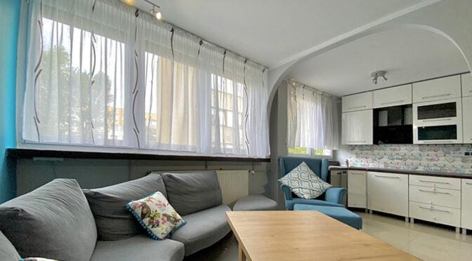 nowoczesna aranżacja salonu w luksusowym apartamencie na sprzedaż Legnica