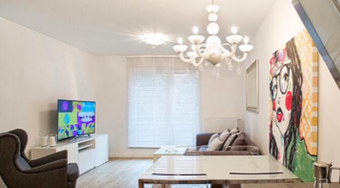 wytworny pokój dzienny w ekskluzywnym apartamencie na wynajem Szczecin