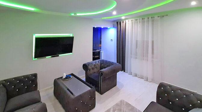nowoczesna aranżacja salonu w ekskluzywnym apartamencie do sprzedaży Zielona Góra (okolice)