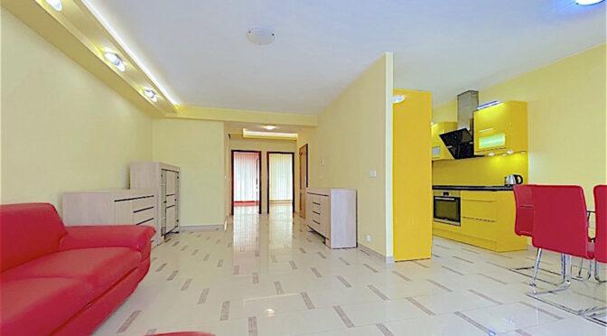 odważne kolory przestronnego wnętrze luksusowego apartamentu do wynajęcia Szczecin