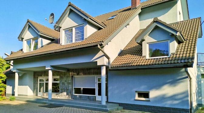 ciekawa architektura luksusowej rezydencji na sprzedaż Legnica (okolice)