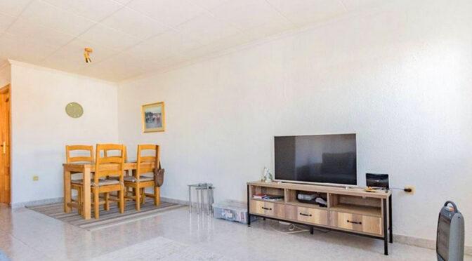 minimalistyczny wystrój pokoju dziennego w luksusowej rezydencji do sprzedaży Hiszpania (Torrevieja, Torretas)
