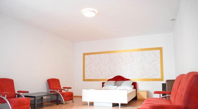 fragment ciekawie zaaranżowanego salonu w ekskluzywnym apartamencie na sprzedaż Kalisz