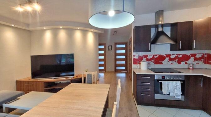 funkcjonalnie zaaranżowana kuchnia w ekskluzywnym apartamencie na wynajem Wrocław