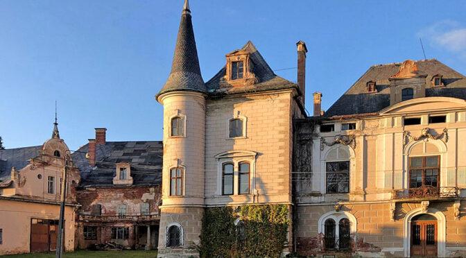 przepiękna i monumentalna architektura oferowanego do sprzedaży luksusowego pałacu Dolny Śląsk