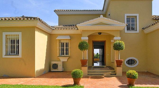 zaprojektowane w śródziemnomorskim stylu wejście do ekskluzywnej rezydencji do sprzedaży Hiszpania (Costa Del Sol, Malaga)
